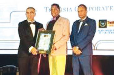 Sri Lankan High Commissioner in Malaysia Kapila Jayampathy receives the honour of Asia's Best Nation for Wildlife Tourism