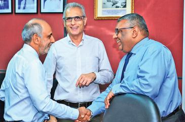 Chairman and Chief Executive, EDB, Prabhash Subasinghe with two of the exporters.