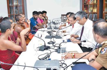 IUSF representatives meet officials