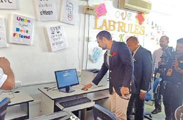 Acting High Commissioner of Pakistan Tanvir Ahmad at the inauguration of the IT lab