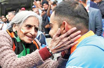Charulata Patel meets Virat Kohli in this file photo