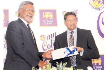 Sri Lanka Cricket secretary Mohan de Silva (right) and My Cola's managing director Mahinda Perera come together for a new innings (Pic by Saliya Rupasinghe)
