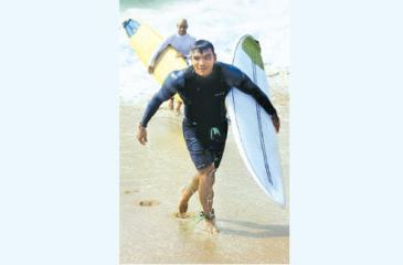 Sports Minister Namal Rajapaksa comes ashore after surfing the waves in sunny Hambantota (Pic by Sulochana Gamage)