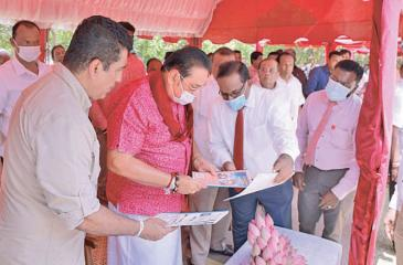 Prime Minister Mahinda Rajapaksha and Ministers perusing the project report. - PMD