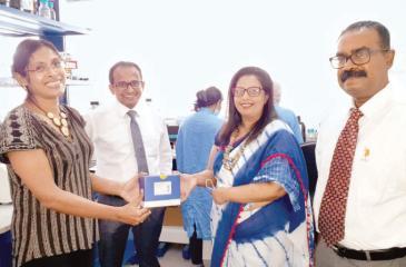 Head, Corporate Affairs, Shanaka Waduge handing over the gift to Prof. Neelika Malavige, Director, for Centre for Dengue Research, of the University of Sri Jayewardenepura.