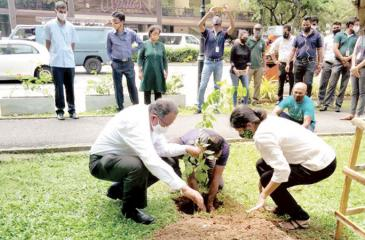 Puritas and Haycarb Managing Director, Rajitha Kariyawasan and Puritas senior management participate in a tree planting campaign.