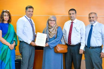 From left: HNB Head of Club, Michelle de Silva, HNB DGM Retail & SME Banking, Sanjay Wijemanne, with Frontier Advisory Directors, Faryal Fazla Farour, Mohamed Azreen Zaheer and Mohamed Hussain Kariapper Mohamed Hameez after signing the agreement.