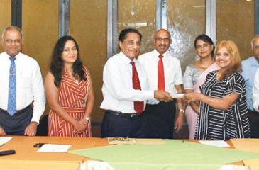 President, Sri Lanka's Confederation of Micro, Small and Medium Industries (COSMI), Nawaz Rajabdeen and  Founder of FEMpower Chamari Gunawardana exchange the MoUs.