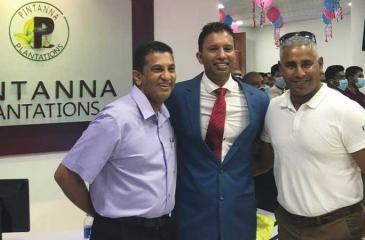 Dharmasena with past Sri Lanka cricket team mates Roshan Mahanama and Chaminda Vaas at the opening of the branch.
