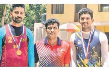 The champion Kandy team of Roshan Samantha  Gamage and Shalinda Saman Kumara with chief guest Central Province Sports Director JP Jagath Keerthi (centre)