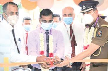 Additional District Secretary-Trincomalee, N Pratheepan, Acting ASP Trincomalee Prasanna Bracmanage, Deputy General Manager Deposits and Gold Loan YasasAriyarathna and Branch Manager K.Roopaharan cutting the ribbon at the Trincomalee  People's Merchant Finance branch relocation ceremony