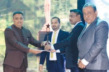 Managing Director of Mount House Holdings, T.M. Pamal Ruwansiri receives the award