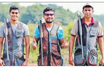 Champion shooter Rishan Dias flanked by Muditha Samaranayake (L) and Ambrith Samaranayake (R)