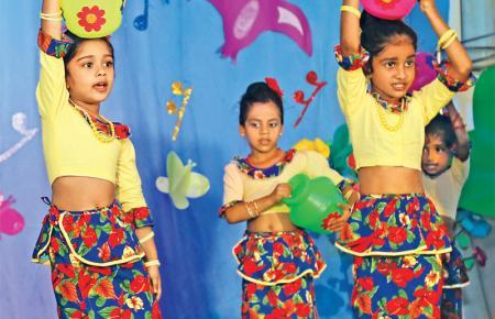 Kalagedi dancers at Udani Rangum