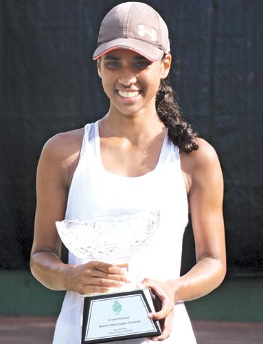 Anika Seneviratne with her trophy  (Picture by Sulochana Gamage)