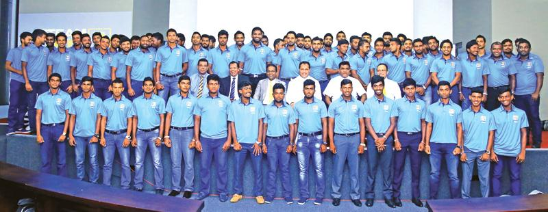 The  contracted players  with  the SLC President Thilanga  Sumathipala , Minister Of Sports  Dayasiri Jayasekera  and  the  other  officials.