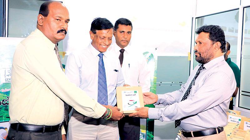 SPC Chairman Thilak Mahanama hands over a Sanstha Tea packet to Addl. Secretary, Ministry of  Public Enterprise Development, M.A. Douglas.Pic: Thilak Perera