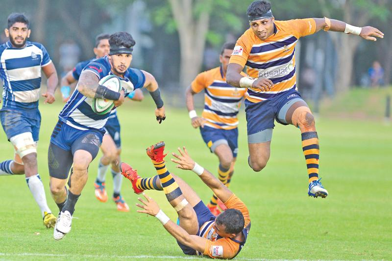 Navy SC's hero Lee Keegal on his way to scoring the match-winning try in their Dialog 'A' division rugby match against Army SC . (Pic by Thilak Perera)