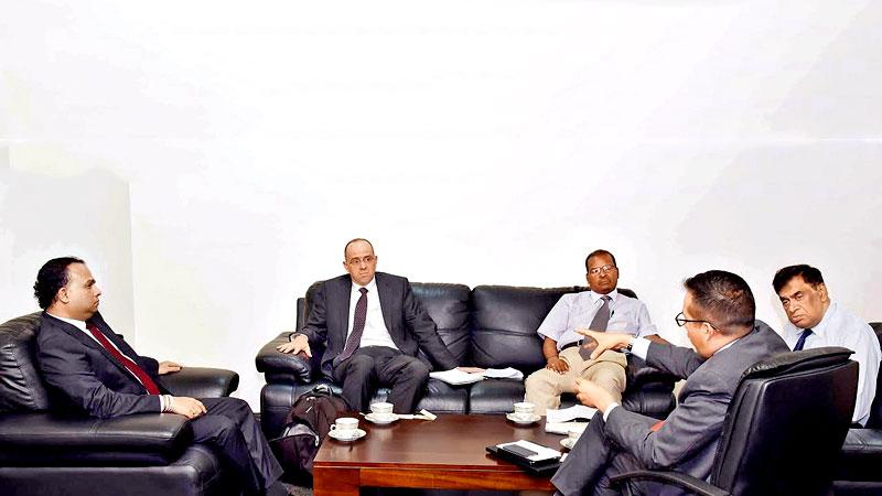Minister Navin Dissanayake with World Bank officials Ulrich Shmitt, Seenithambi Manoharan, Emannuel Salinas and Agricultural Consultant Jeevaka Atapattu at the meeting.