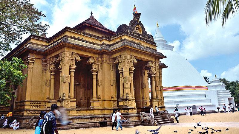 The main temple building of Kelaniya Raja Maha Vihara and the large white Dagoba.