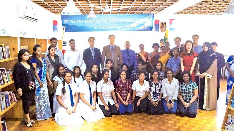 Korean Ambassador, Chang Won-sam, staff members of the Embassy, KOICA, library representatives and Korean language class students.