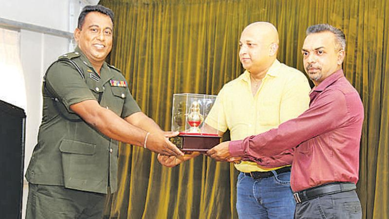 CO, Maj. Manoj Weerawardhana presented a token of appreciation to the COO and Group HR Manager of Crysbro