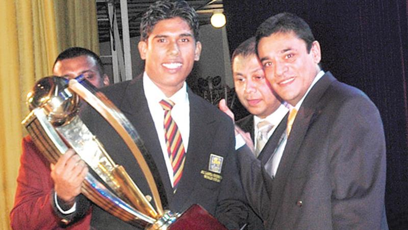 Flashback:  Umesh Karunaratne of Thurstan College, Colombo, Observer Mobitel School Boy Cricketer of the Year 2008 received his award from chief guest Ranjan   Madugalle, the first-ever recipient of the prestigious award.