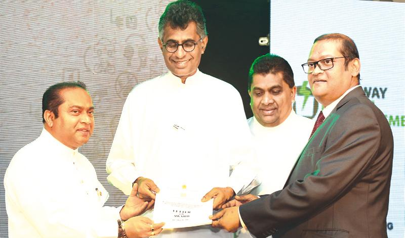 Chief Minister of the Western Province, Isura Devapriya, Minister Champika Ranawaka and Deputy Minister Lasantha Alagiyawanna with Fairway Waste Management official at the signing of the agreement.
