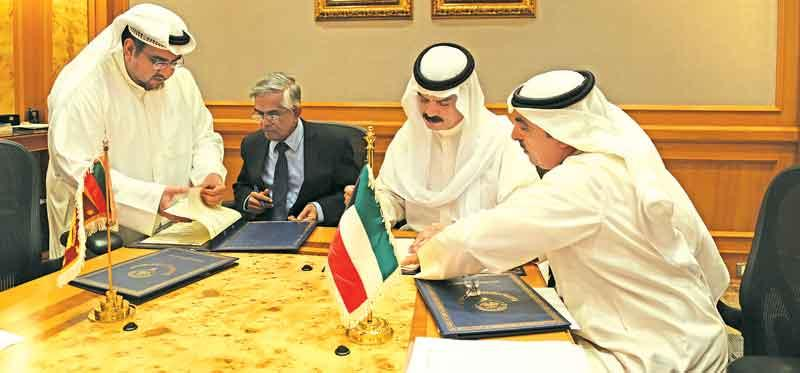 Deputy Director General,  Kuwait Fund for Arab Economic Development, Hamad AL-Omar, and Secretary, Ministry of Finance, Dr. R.H.S.  Samaratunga sign the agreement.