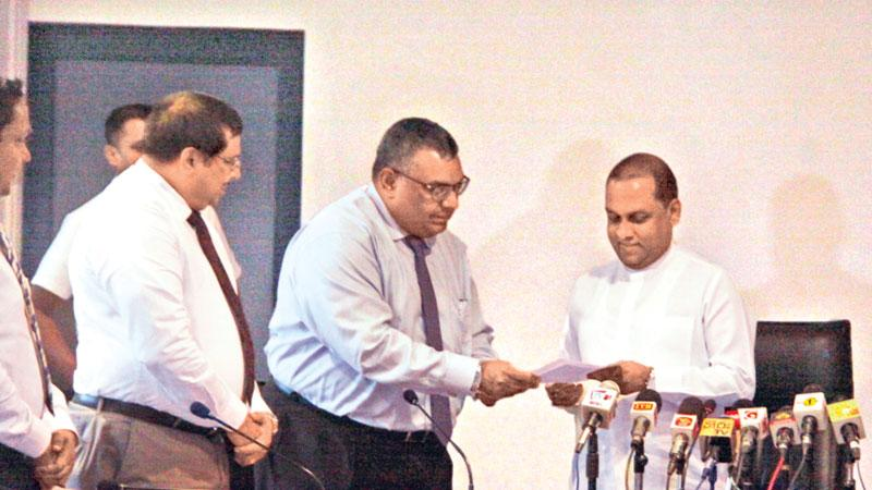 Minister  meets officials of  the Fish and Fish Production Exporters Association