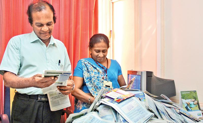 Picking the winning coupons (From left) Ranjan Anandappa (Sunday Observer, Sports Journalist) and Semali Kellepotha (Features Editor, Silumina) picking the lucky reader's winning coupons.Picture by Ruwan de Silva