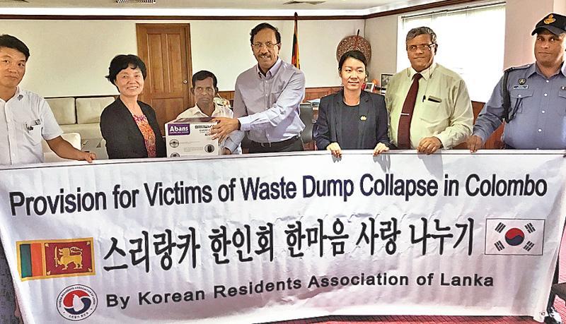 A member of the Korean Association makes a token presentation of a rice cooker.