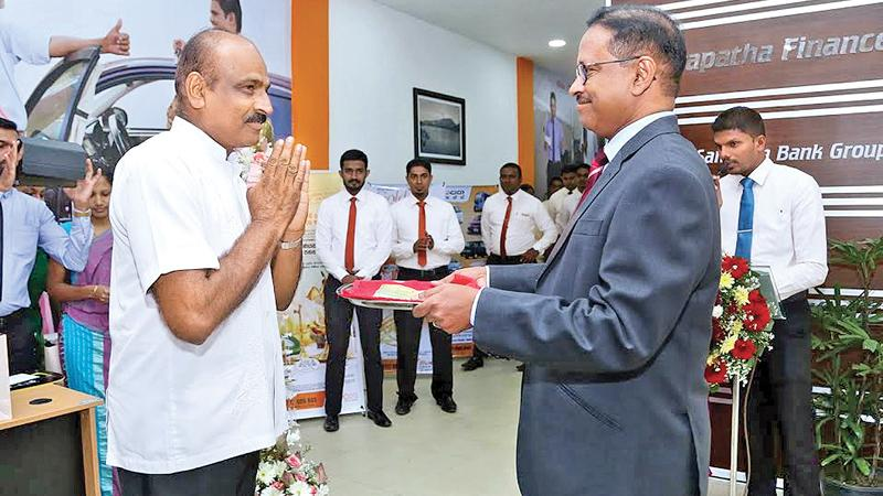 Managing Director of Siyapatha Finance, Saman Herath conducts  the first transaction.