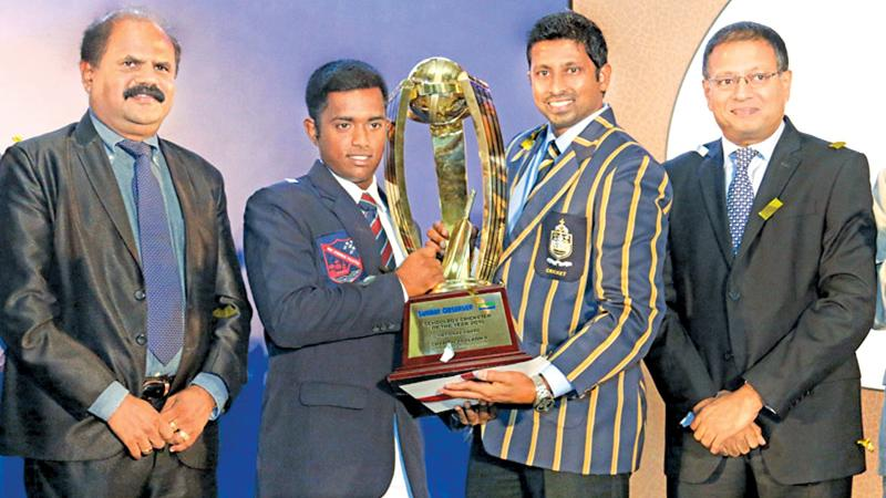 Flashback: When Charith Asalanka of Richmond College, Galle won the Observer-Mobitel Schoolboy Cricketer of the Year award for the first time. Picture shows Asalanka receiving the award from former Sri Lanka Test Cricketer Russel Arnold who was the chief guest at the award ceremony held at Galadari Hotel in 2015. Also in the picture are Chairman and Managing Director of Lake House (ANCL) Kavan Ratnayake (extreme right) and Chairman of Sri Lanka Telecom Mobitel P.G.Kumarasinghe (extreme left). Picture by Lal