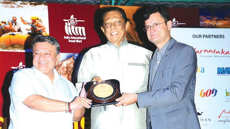 Minister John Ameratunge receives the award for 'MICE Destination of the Year' at IITM.