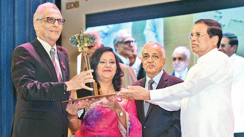 Brandix CEO Ashroff Omar receives the Sri Lankan Exporter of the Year award from President Maithripala Sirisena