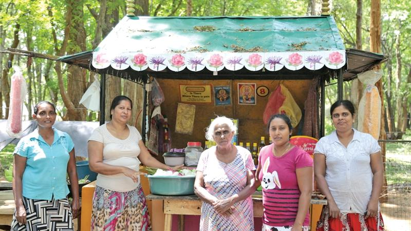 """""""The earth laughs with flowers"""". Yamuna and the other stall-holders"""