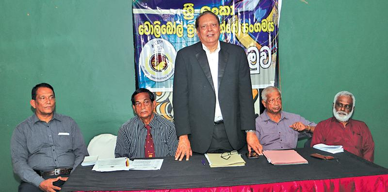 President of the Sri Lanka Veterans Volleyball Association Mervyn Fernandopulle outlining the details to media on the Veterans Volleyball tournament to be held next week end. Others in the picture are Secretary Ranjith Premaratne, Vice President A.D. gunesena, treasurer Frank Fernando and Com. Member K.S. Peiris.