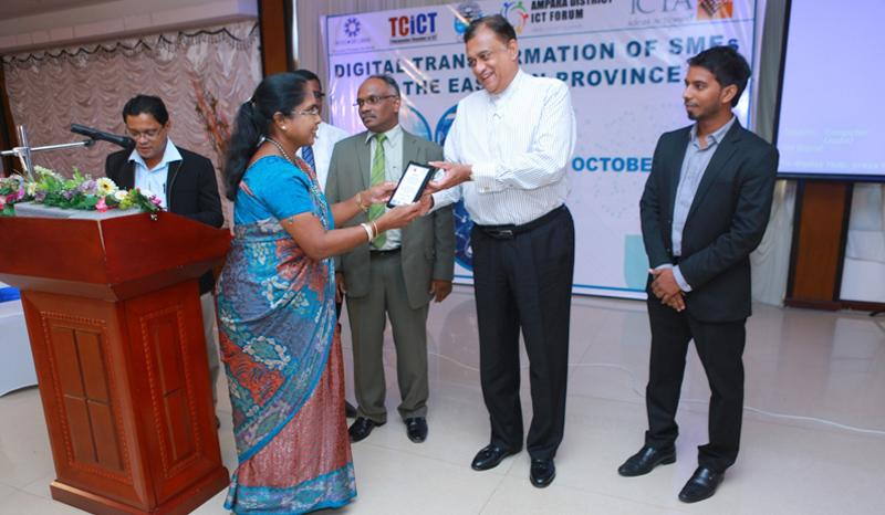Governor of the Eastern Province, Rohitha Bogollagama presents a token of appreciation.