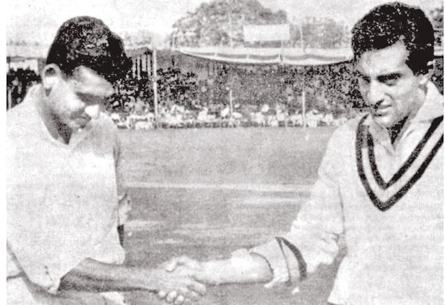 Michael Tissera (left) and Nawab of Pataudi during the toss at Sardar Patel Stadium in Ahemadabad