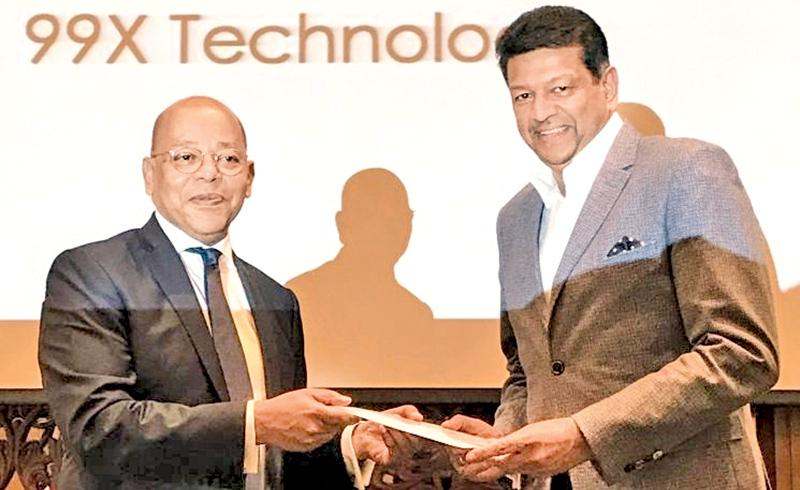 Red Herring Chairman Alex Vieux (left) presents 99X Technology  Co-Founder and CEO Mano Sekaram the Red Herring certification at the 2017 awards ceremony in Manila, Philippines.