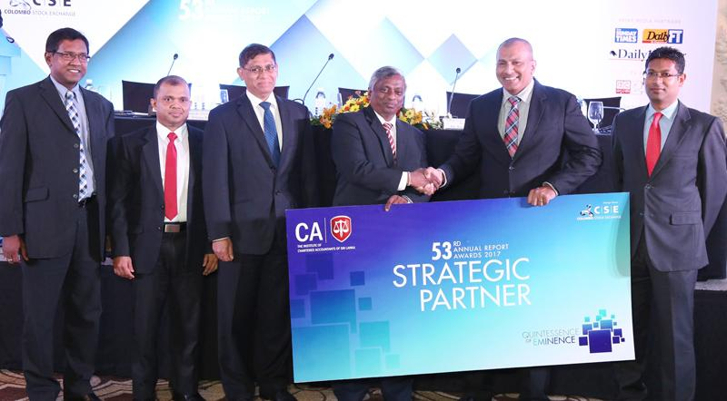 Chairman of CSE, Ray Abeywardena hands over the sponsorship cheque to CA Sri Lanka President Lasantha Wickremasinghe. Also in the picture are CA Sri Lanka's vice president, Jagath Perera, Chairman - Annual Report Awards Committee, Sanjaya Bandara, CEO, Aruna Alwis.