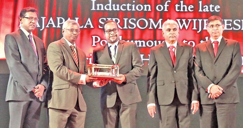 Tilan Wijeyesekera accepts the award on behalf of the late R S Wijeyesekera