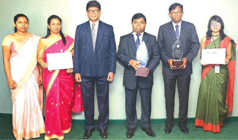 The Bank of Ceylon team with the award