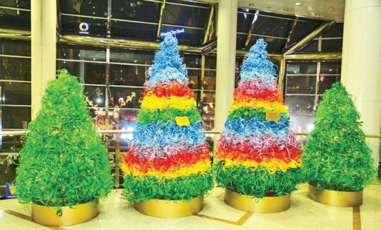 """Coca-Cola and World Trade Centre """"Give Back Life"""" in recycled Christmas décor"""