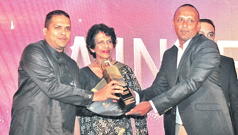 Director, ChargeNET (Pvt) Limited, Dr. Beshan Kulapala receives the award in the Smart Settlement and Urbanization Category, from Minister Harin Fernando.