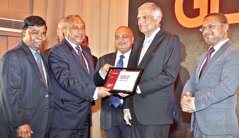 BOC Chairman Ronald C Perera PC receives the award from Prime Minister Ranil Wickremesinghe. BOC General Manager  D.M Gunasekera and Daily FT Editor Nisthar Cassim were present.