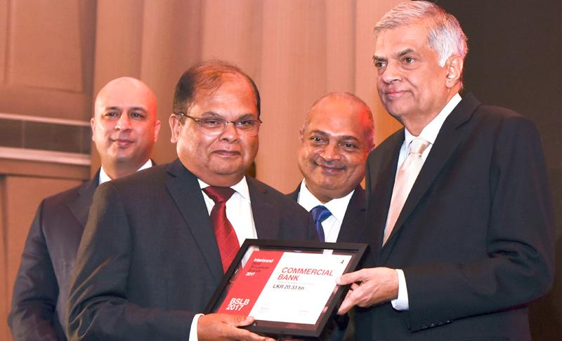 Commercial Bank Chairman Dharma Dheerasinghe receives the award from Prime Minister Ranil Wickremesinghe.