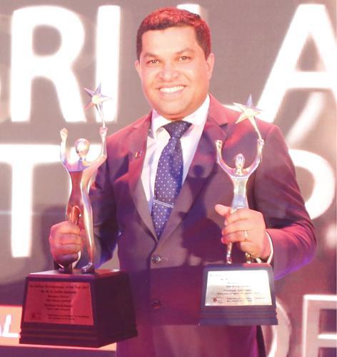 CEO/Managing Director, Idea Group Limited, Sampath Mayakaduwa with the awards.