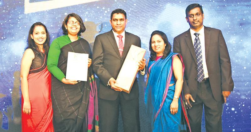 The Airtel Lanka team with the award